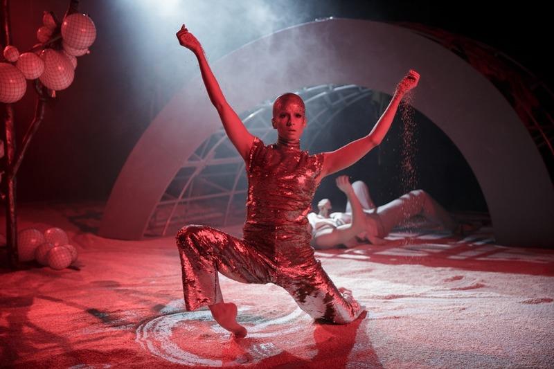 Солярис – о внеземном, хореографии и песке