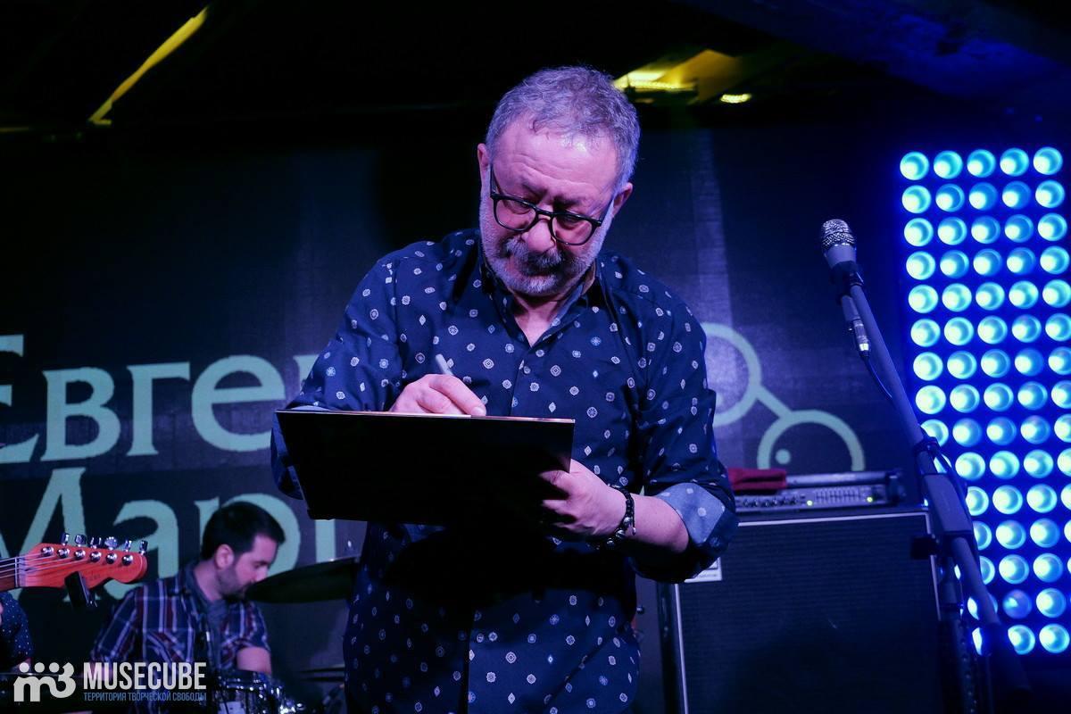 Евгений Маргулис выступил в Мумий Тролль баре с «сомнительной программой»