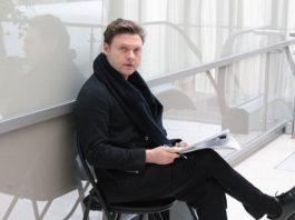 Александр Коган готовит роль Степана в комедии «За двумя зайцами»