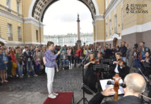 Флешмоб «Дирижируй мной» состоялся в Сан-Петербурге
